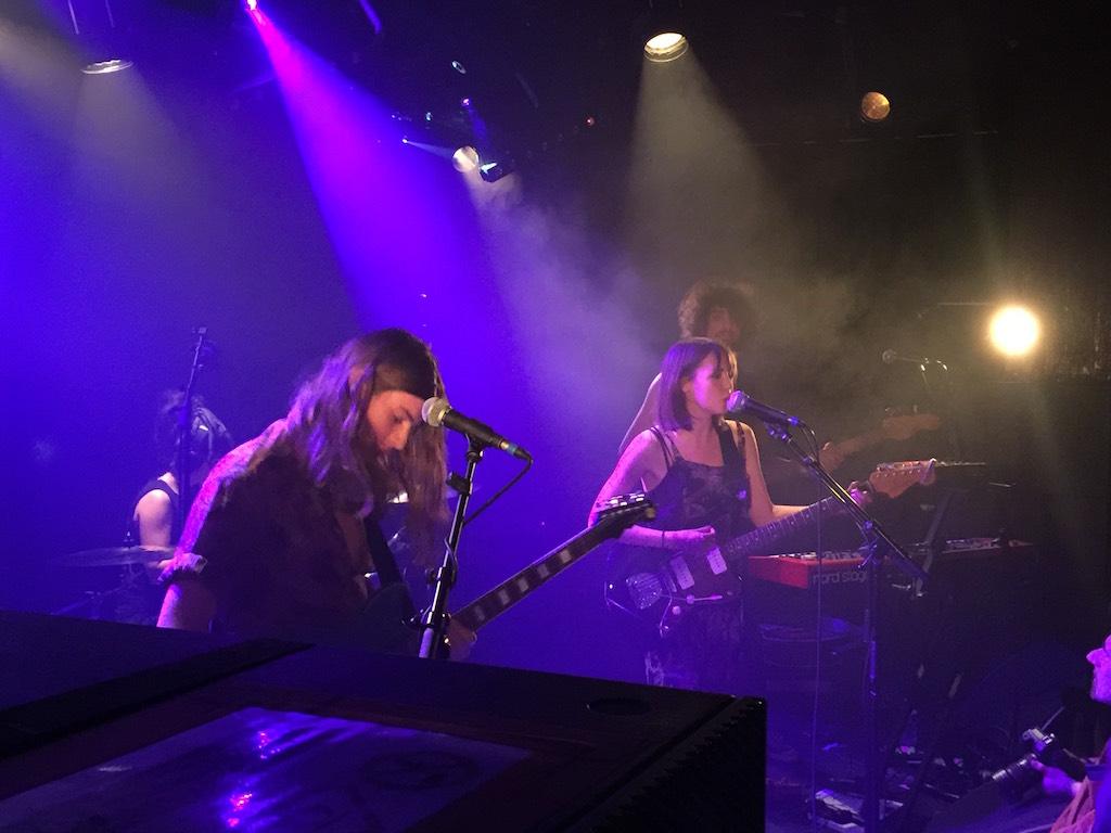 Findlay en concert à La Maroquinerie à Paris en avril 2017 - pop britannique explosive, électrique - Natalie Rose Findlay