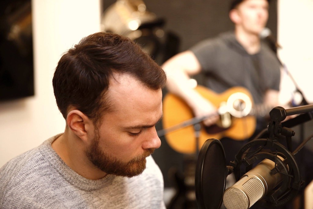 Ásgeir en session acoustique au Studio Flagrant : New Day, Nothing et Dreaming (Afterglow, 2017) dans des versions inédites   Acoustic live session in Paris