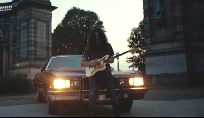 Kurt Vile sort Loading Zones, son premier morceau en solo depuis 2015, avec un clip génial tourné dans les rues de Philadelphie
